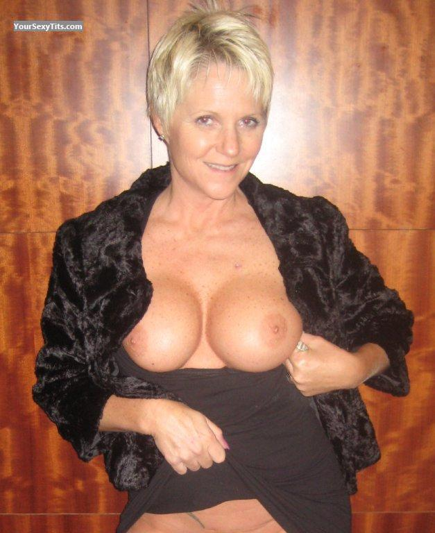Medium Tits Topless Cheri